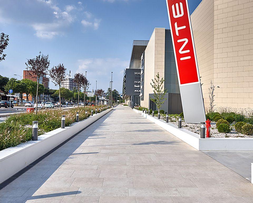 L'Altra-Pietra-Colosseo-Pietra-di-Gerusalemme-in-Verona-Adigeo-Centro-Commerciale