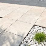 Autosalone-Bossoni-pavimentazione-pietra-sinterizzata-L'Altra-Pietra-Colosseo-Toscano
