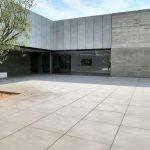 Museo-centro-culturale-Danza-Herzliya-Israele-pavimentazione-pietra-sinterizzata-L'Altra-Pietra-Cattedrale-Cemento