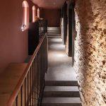Ristorante-a-Kiev-con-pavimentazione-in-pietra-sinterizzata-Colosseo-Grigioni-120x120x2-cm