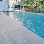 Albion-hotel-Miami-pavimentazione-piscina-pietra-sinterizzata-L'Altra-Pietra-Castello-Grey