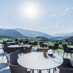 Winkler-Hotel-pavimento-e-rivestimento-in-pietra-sinterizzata-LAltra-Pietra-Harena-Calanca-Light-e-Dark-40x120x2-cm