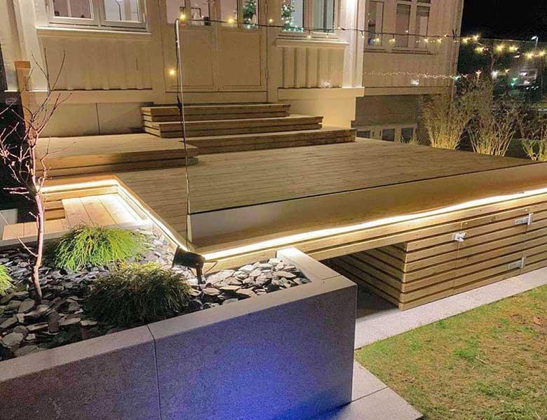Lastre in pietra sinterizzata L'ALTRA PIETRA Colosseo Gletcher Grau 60x60x2 cm villa con giardino