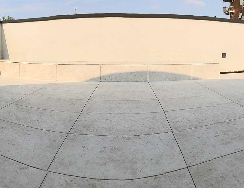 Residenza-con-terrazza-in-pietra-sinterizzata-Colosseo-pietra-di-gerusalemme
