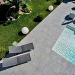 Torino-villa-piscina-pietra-sinterizzata-L'Altra-Pietra-Colosseo-Toscano