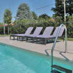 Milano-villa-piscina-pietra-sinterizzata-L'Altra-Pietra-Torre-Botticino