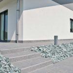 Villa-Bergamo-pavimentazione-in-pietra-sinterizzata-L'Altra-Pietra-Colosseo-silvergrau