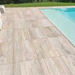 Mogliano-casa-con-piscina-in-pietra-sinterizzata-L'Altra-Pietra-duomo-travertino-beige