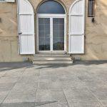lione-villino-privato-pavimentazione-in-pietra-sinterizzata-L'Altra-Pietra-Colosseo-Silvergrau