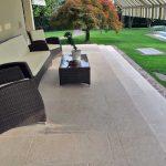 Villa-con-patio-in-pietra-sinterizzata-L'Altra-Pietra-Colosseo-Pietra-di-Gerusalemme