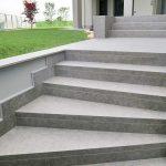 Villa-privata-pavimento-rivestimento-in-pietra-sinterizzata-L'Altra-Pietra-Colosseo-Porfido-Lavis-2-cm-spessore